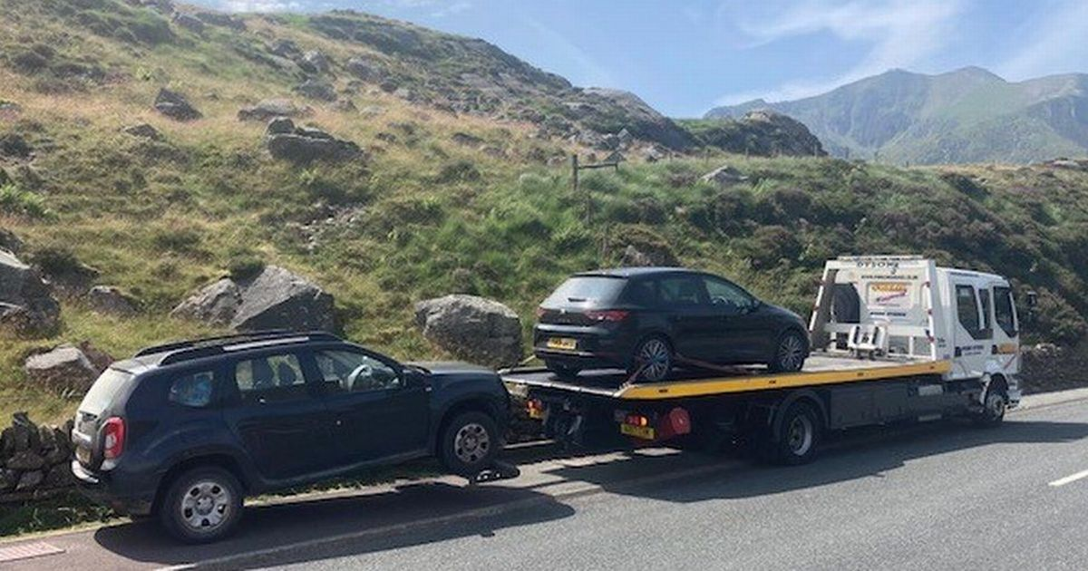 'Dangerously' parked cars towed away from busy Snowdonia tourist hotspots