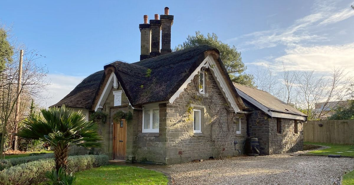 You can now stay in this gorgeous little thatched cottage in Swansea's favourite park