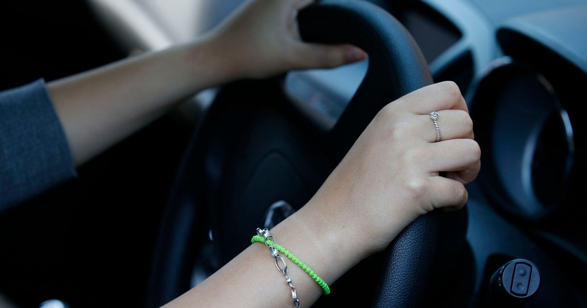 Cost of car insurance fell by 9.4% in year to August, analysis finds